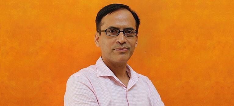 Dr Vishal Nigam - best spine surgeon in Delhi, India